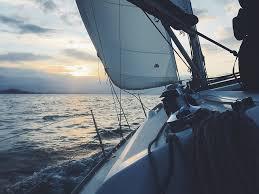 酔い防止のための海風と船